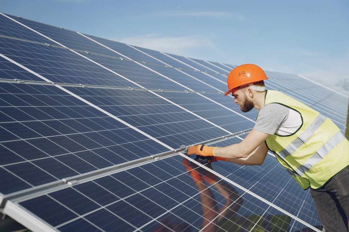 A Closer Look at Solar Panels – Its Many Benefits and Why It's a Cost-Effective Choice
