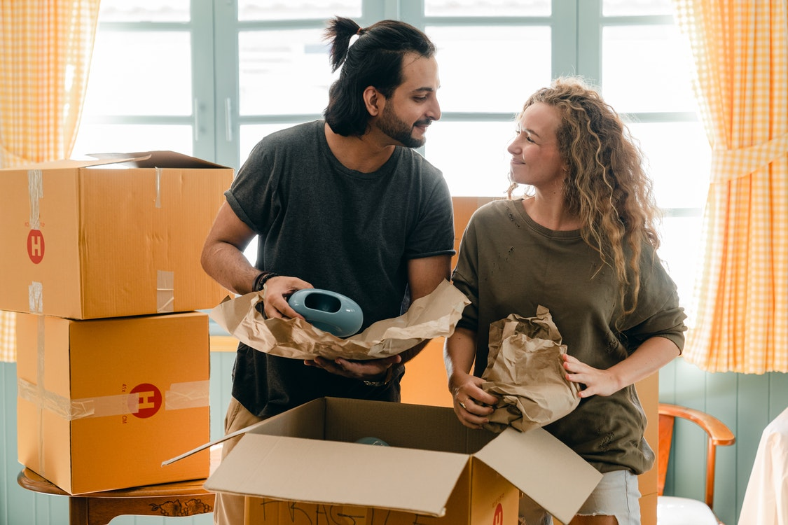 Valuable Suggestions on Finding and Picking the Best Moving Service Online for You